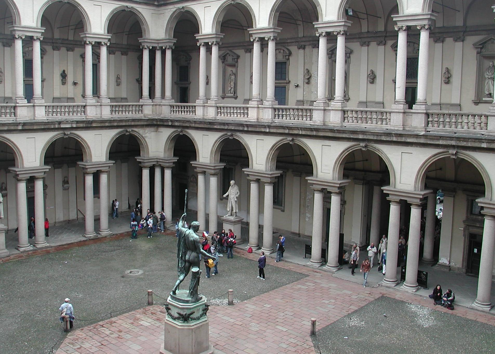 Milano brera cortile