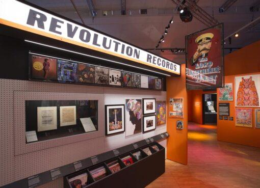 REVOLUTION 11