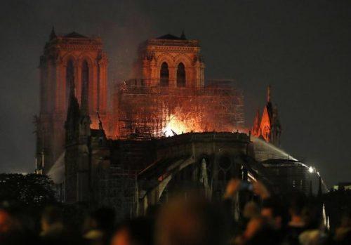 Notre Dame fiamme/ph Ansa/Ap
