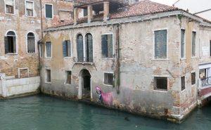 A Venezia compare un misterioso murales. È di Banksy?
